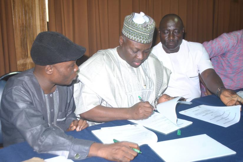 AFN President Hon. Ibrahim Gusau, Ondo State Youth and Sports Commissioner, Hon. Saka Yusuf Ogunleye signed the sports devt MOU in Abuja - December 2017/ Photo: GongNews.net