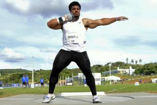 Nigeria's Chukwuebuka Enekwechi in action in the shot put in Bragança Paulista (Wagner Carmo / CBAt) ©